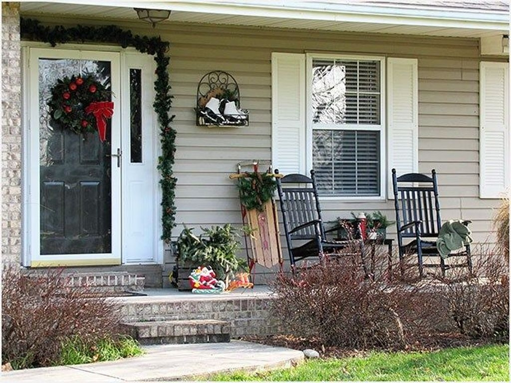 Lovely Winter Front Porch Decoration That Will Make Your Porch Looks Beautiful 43