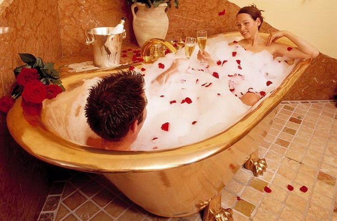romantic bathtub hair fire - 800×526