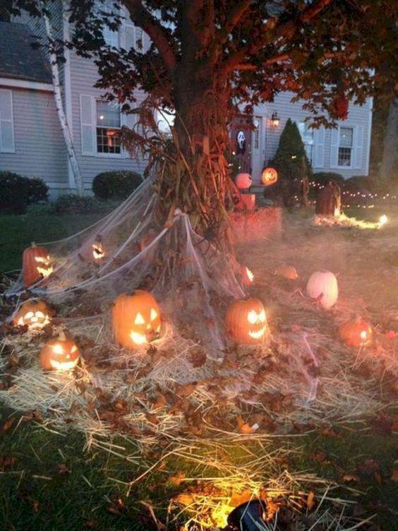 Front Yard DIY Outdoor Halloween Decorations