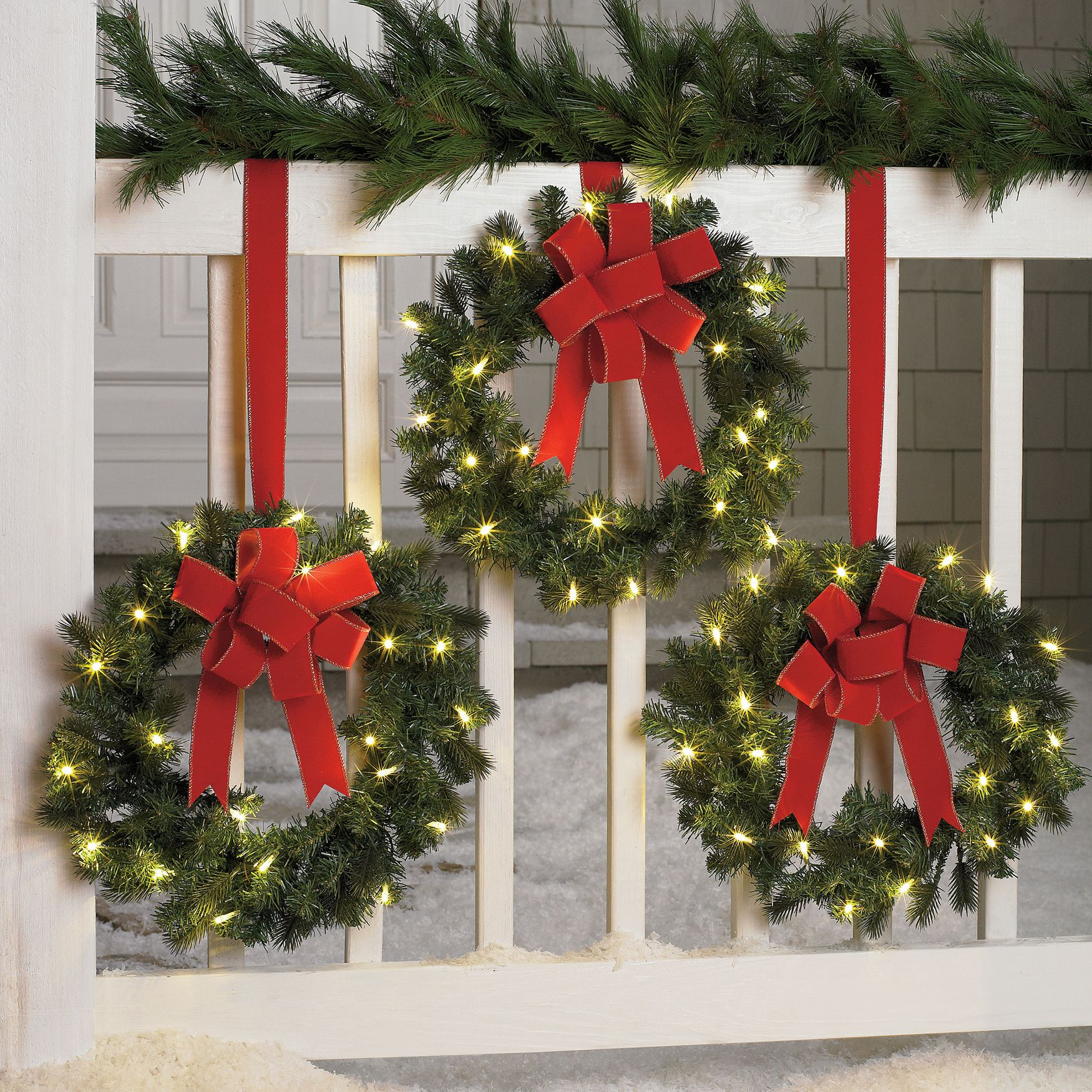 Outdoor Christmas Wreath With Lights